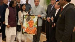 M. R. Pimpare and Mayura present a piece of Ajanta art to Chinese foreign minister Wang Yi. Image courtesy of Mayura Pimpare